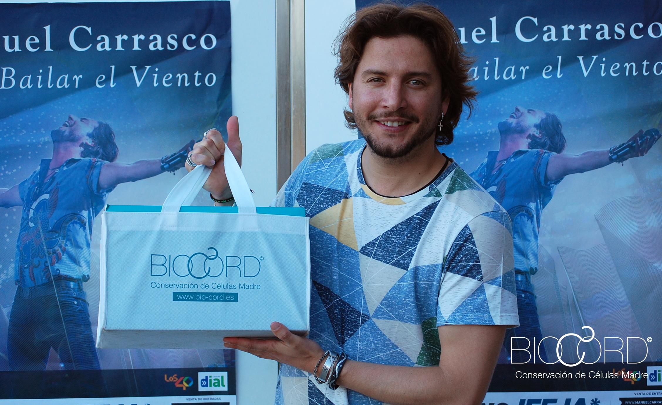 El cantante Manuel Carrasco recoge el kit de células madre de Bio-Cord
